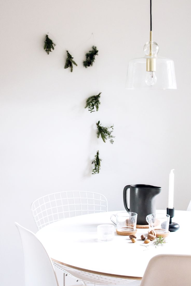 Modern evergreen garland / By Jaana K