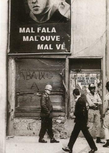 Fachada da Civilização Brasileira depois de ser atingida por uma bomba em 1968 (Divulgação)