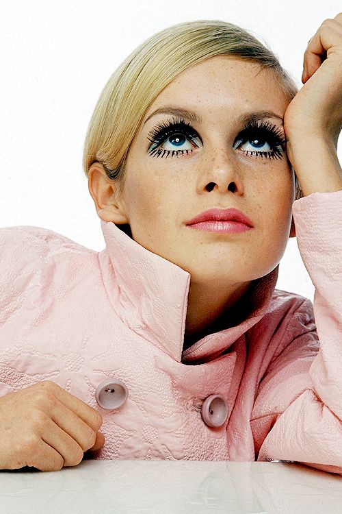 Top model of the swinging 60's was Twiggy c. 1967. With her short hair, long lashes and heavily made up eyes, she was a well known face at that time.
