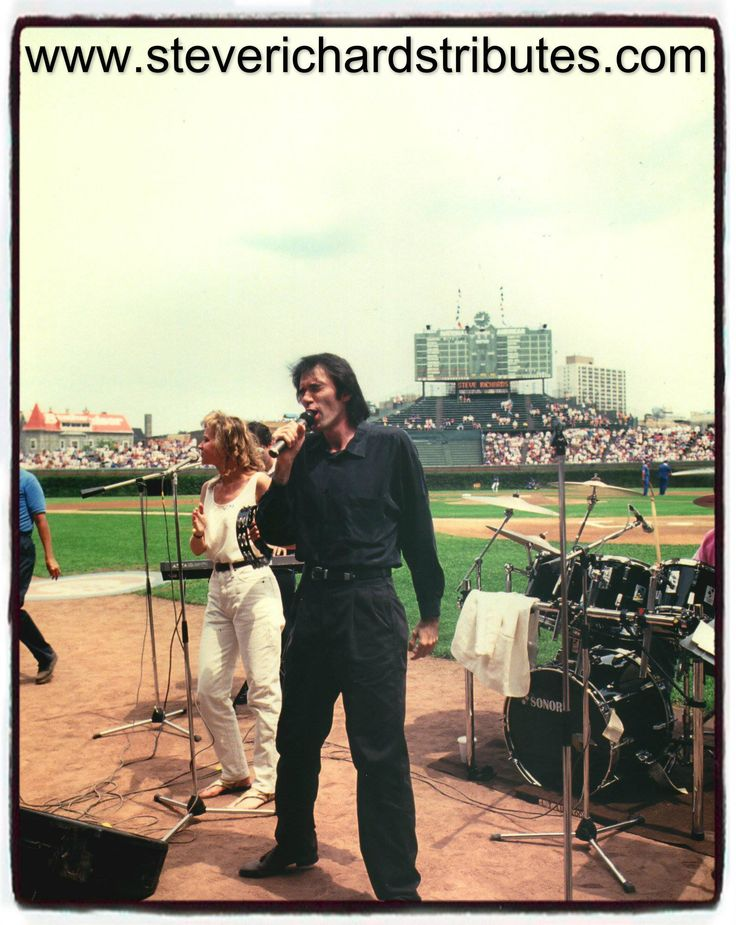 Steve Richards Neil Diamond Tribute Artist  performing before a Cubs game @ Wrigley Field with an attendance of 35,000 people !
