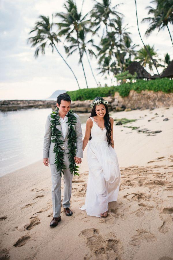 Blogger Two Red Bowls' Hawaii wedding: http://www.stylemepretty.com/destination-weddings/hawaii-weddings/2016/01/23/blogger-two-red-bowls-laid-back-outdoor-hawaiian-wedding/ | Photography: Christie Pham: http://www.christie-photography.com/