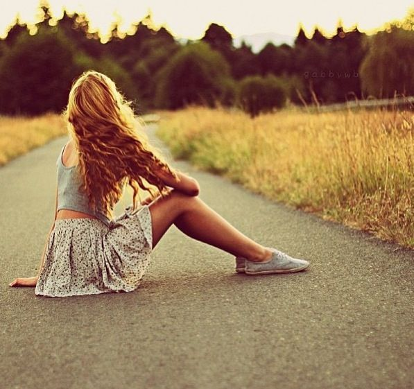 ragazza strada beautiful hair capelli short maglia gonna fiori