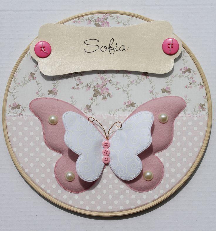 Quadro porta maternidade em bastidor com o tema borboleta. Contato: ateliesonhosepanos@hotmail.com