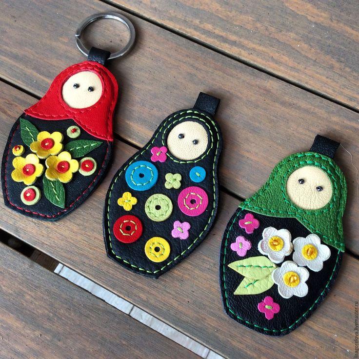 """Купить Кожаный брелок """"Матрешка"""" - комбинированный, цветочный, матрешка авторская, кожаный брелок"""