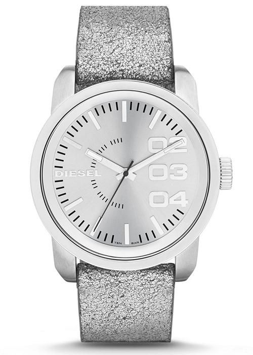Farklı ve aynı zamanda zarif bir bayan kol saati arayanlara Diesel DZ5381 modelini önerebiliriz.