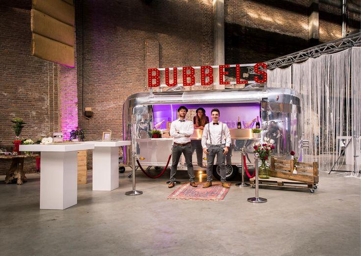 Deze is onmisbaar bij een Industrial Wedding! De Champagnebar van Buitengewoon Bubbels.