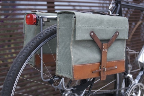 Swiss Army bike panniers. Do want.
