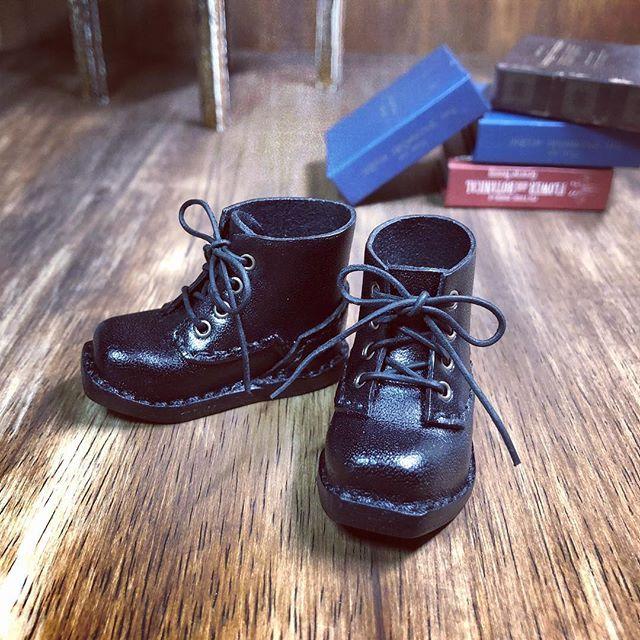 黒の靴が完成しました。今回は靴紐も変えました。 明日 ヤフオク