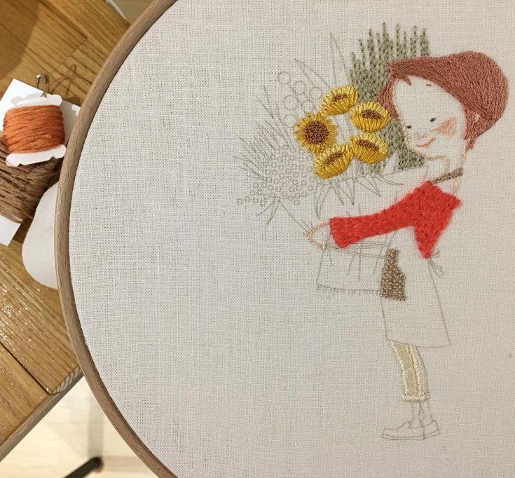 ☕️ 자 수 일 기 53  .  .  .  겨울에도 꽃이 핀다  .  .  .  .  .  + All illustrated by me.  + 모든 그림의 [개인•상업적사용, 도용, 변형훼손] 안돼요~  + 저작물의 전부 또는 일부를 복제, 배포, 전송 등의 방법으로  + 사용할 수 없습니다.  .  #illust #drawing #artwork #design #embroidery #needlework #linen #dmc #broderie #faitmain #ハンドメイド #ししゅう #フランスししゅう #手芸 #데일리 #일러스트 #디자인 #캐릭터 #그림 #드로잉 #도안 #창작도안 #자수 #자수도안 #프랑스자수 #린넨 #수이야기 #꽃