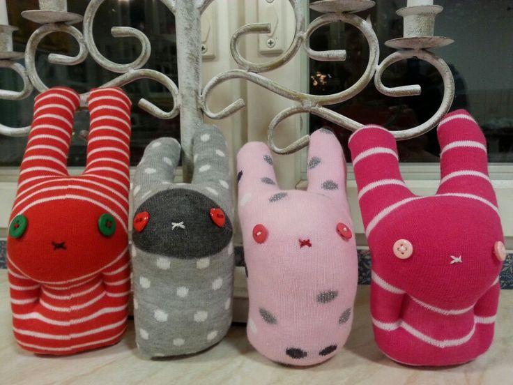 Sock rabbits - Sukista tehtyjä pupuja