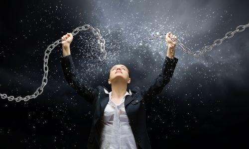In dit artikel bespreken we zes veel geloofde mythes die jou succes in de weg zitten, zodat je ze uit je leven kunt elimineren en vooruit kunt blijven gaan.