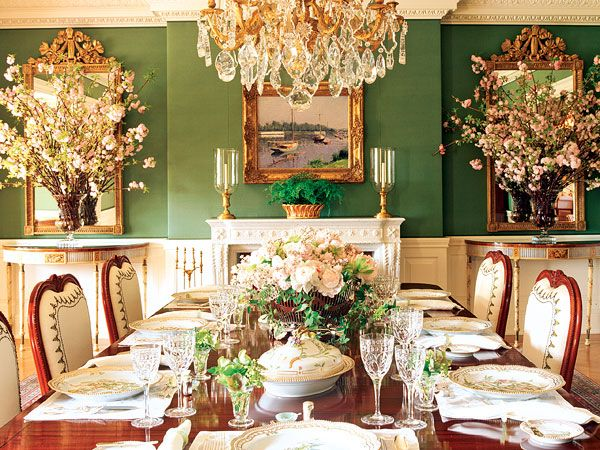 At once fresh and formal, lush and clear, this green dining room makes you feel as though you are dining in a garden.