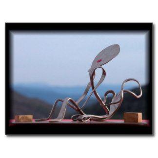 Amantes en el horizonte, cuchara y tenedor. postal