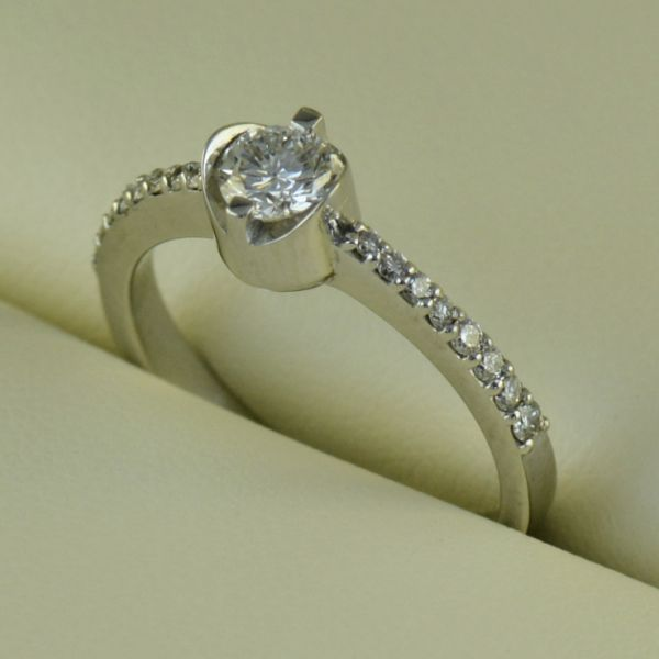 Inel de logodna cu diamante, din aur alb - Artofdiamonds.ro http://www.artofdiamonds.ro/inele-de-logodna-1/inele-de-logodna-cu-diamant/inel-de-logodna-cu-diamante-din-aur-alb #diamante  #ineledelogodnacudiamante #inelecudiamante #diamonds #diamondengagementrings #diamondrings