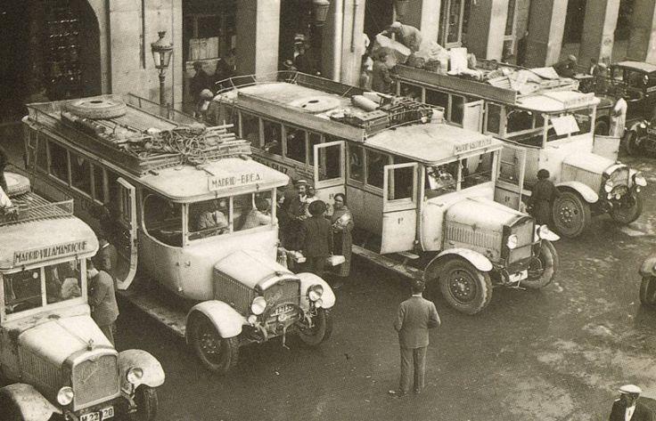 Autobuses en la Plaza Mayor de Madrid (1 de enero de 1932)