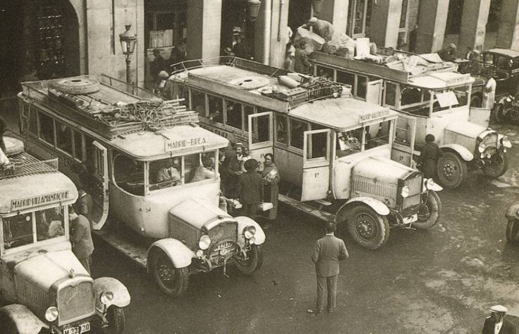 Autobuses en la Plaza Mayor de Madrid (1 de enero de 1932)