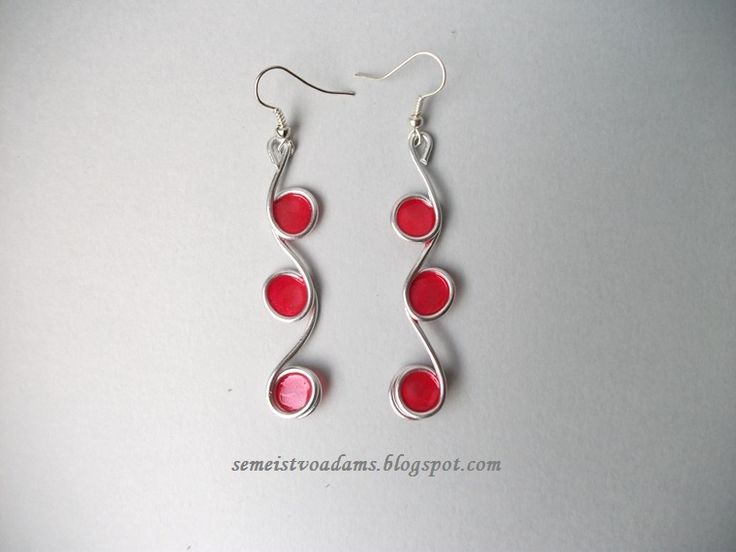 Wire earrings with nail polish by semeistvoadams.blogspot.com