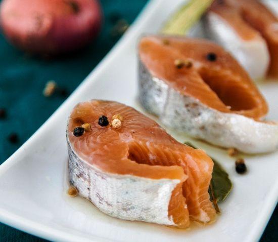 Вы не пробовали мариновать рыбу в домашних условиях? Попробуйте, и в результате несложных действий у вас на столе будет отличная соленая рыба любимого сорта