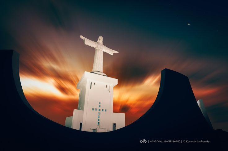 Estátua do Cristo Rei no Lubango ao nascer do sol, província da Huíla, Angola | via www.angolaimagebank.com  ... #Africa #Angola #Lubango #Huila #Cristo #CristoRei #Monumento #Estatua #Statue #Christ #Travel