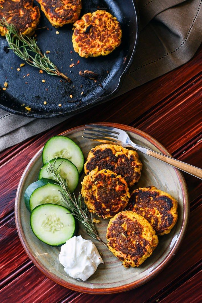 17. Veggie-Packed Paleo Salmon Cakes #healthy #portable #recipes http://greatist.com/eat/portable-meals-you-can-legit-eat-with-your-hands