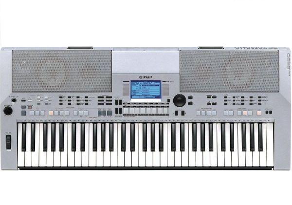Teclado Yamaha PSR-S550 Teclado Yamaha PSR-S550   Voces sorprendentemente auténticas, excitantes estilos de acompañamiento con un secuenciador de 16 pistas y un creador de estilos.   Estación de trabajo digital con 796 voces de sonido sorprendentemente realistas.