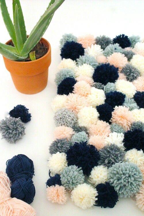 diy tapis en pompons pompons de laine tutoriel facile et. Black Bedroom Furniture Sets. Home Design Ideas