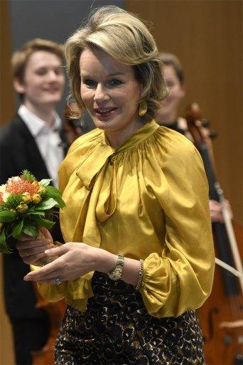 Koningin Mathilde maakt indruk in gele blouse - Het Nieuwsblad: http://www.nieuwsblad.be/cnt/dmf20161207_02613141
