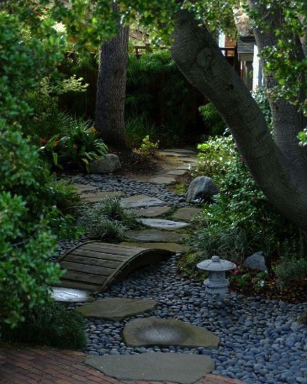 Tutorialous.com | 26 easy pathway designs for your garden!