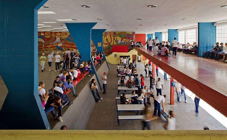 Escola Estadual Conselheiro Crispiniano, 1960, Guarulho-SP - Arquiteto: Vilanova Artigas