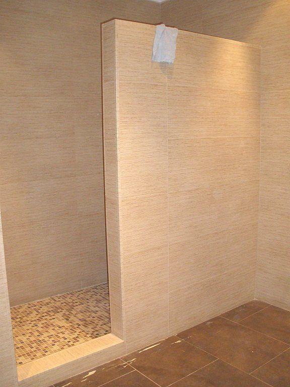 Duchas de obra con muro buscar con google decoraci for Duchas rusticas piedra