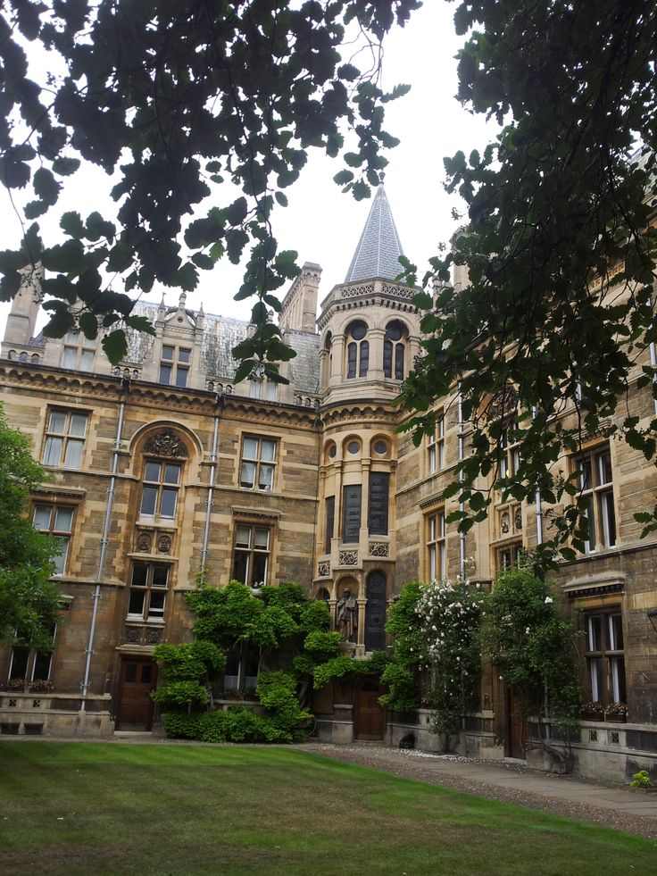 Courtyard in Gonville and Caius College, University of Cambridge, UK.