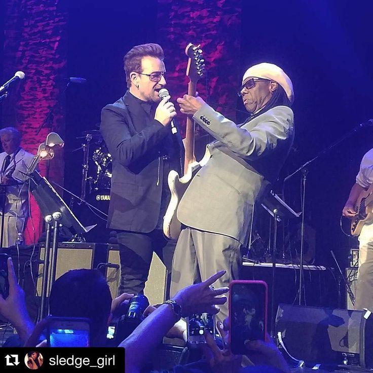#Repost @sledge_girl . ・・・ we honored Bono last night at the 2016 We Are Family Foundation Gala. Bono x Nile #SuperGroup ❤ #bono #U2 #nilerodgers #wearefamily