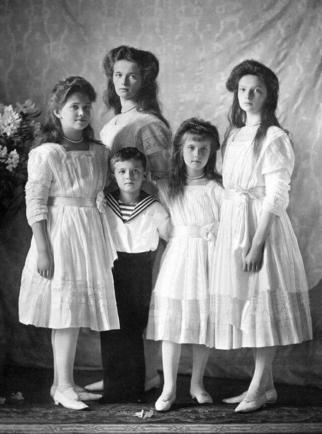 The Romanov children in 1910