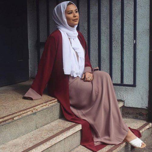 maroon abaya neutral hijab- Casual chic hijab 2016 http://www.justtrendygirls.com/casual-chic-hijab-2016/