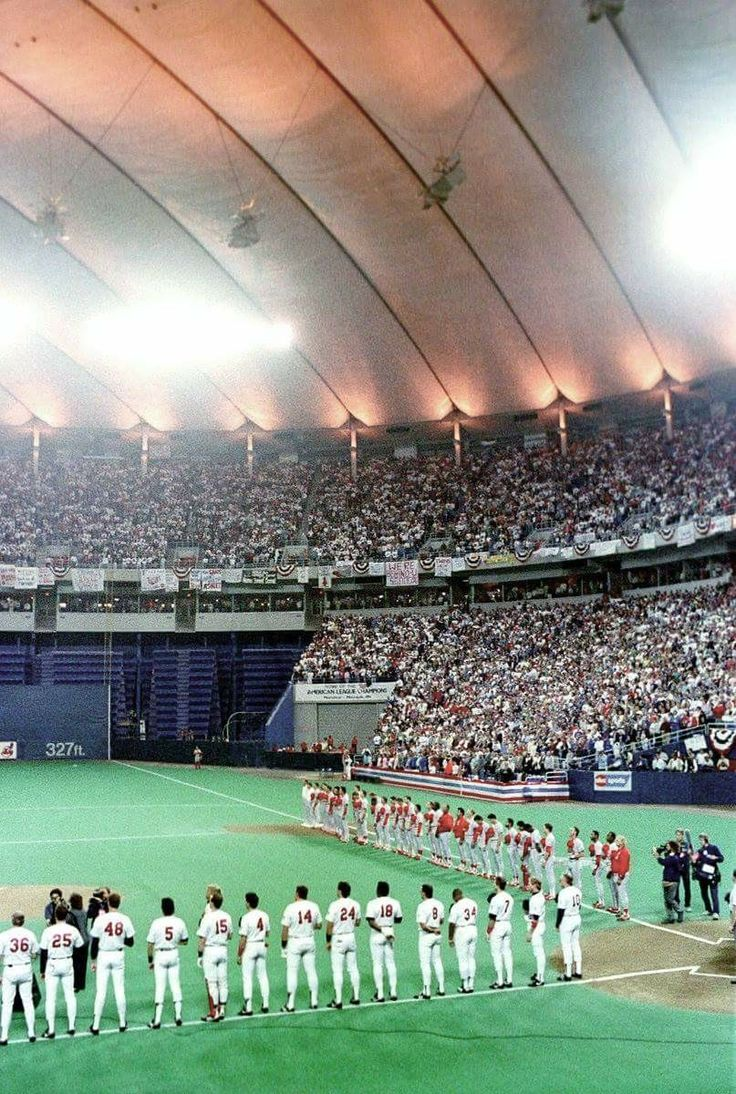 Twins and Cardinals line up before game 7 of the 1987 World Series