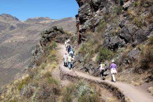 Peru-Pisac-ruins-hiking-on-trail