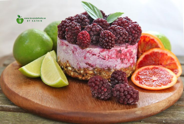 Raw food backberry cheesecake