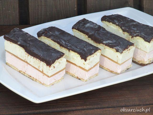 Delikatne i lekkie ciasto na bazie kremówki i galaretek, znakomicie sprawdzi się na wielkanocnym stole. Ciasto jest bardzo łatwe w wykonaniu, najlepiej smakuje dobrze schłodzone