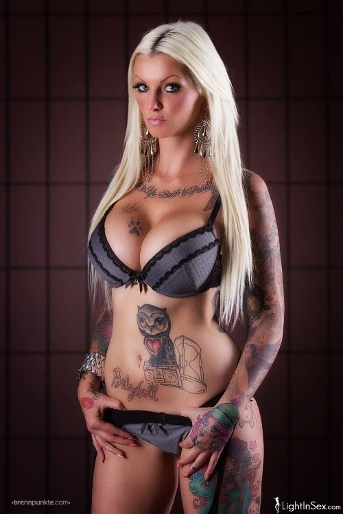 Tattooed pornstar — photo 15