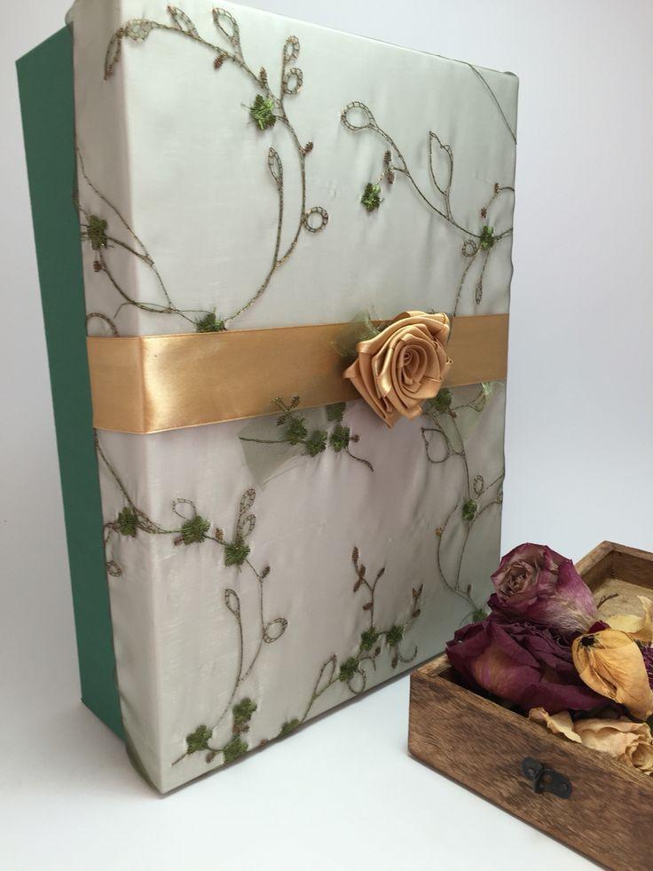 Handmade gift box decorated with satin flowers/ Cutie cadou handmade decorata cu dantela si floare din saten. www. Kadoly.ro