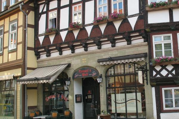 Blick auf ein Fachwerkhaus in der Markstraße in Wernigerode.