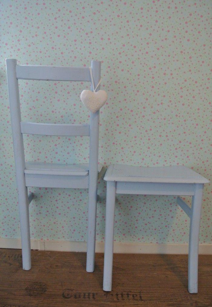 leuke ideeen - Leuke brocante stoel doormidden gezaagd. Nu leuke DressGirl Dressboy en nachtkastje...naar idee van Welke