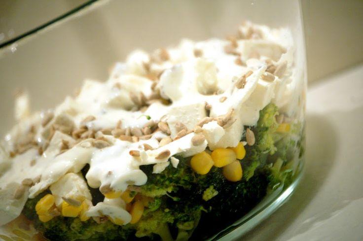 Sałatka z brokułami i serem feta. Palce lizać! | Kuchnia Bazylii