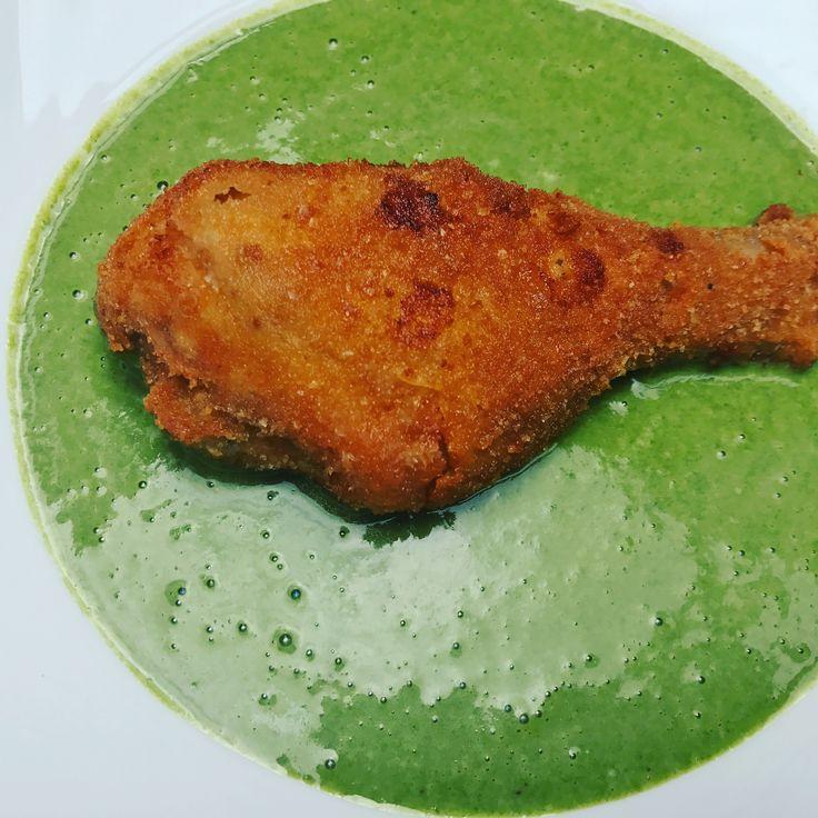 Spemót főzelék rántott csirkecombal.