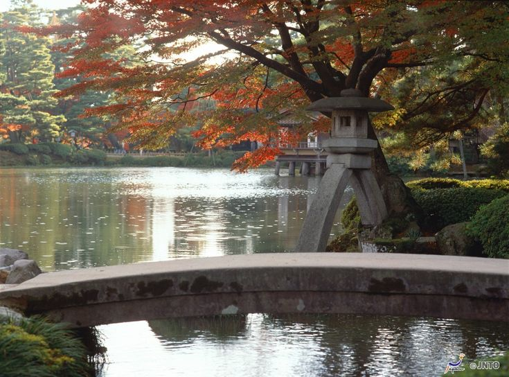 Kenrokuen is one of the biggest names in Kanazawa and also one of three  top gardens in Japan.  ©Ishikawa Prefecture Tourist Association and Kanazawa Convention Bureau/© JNTO