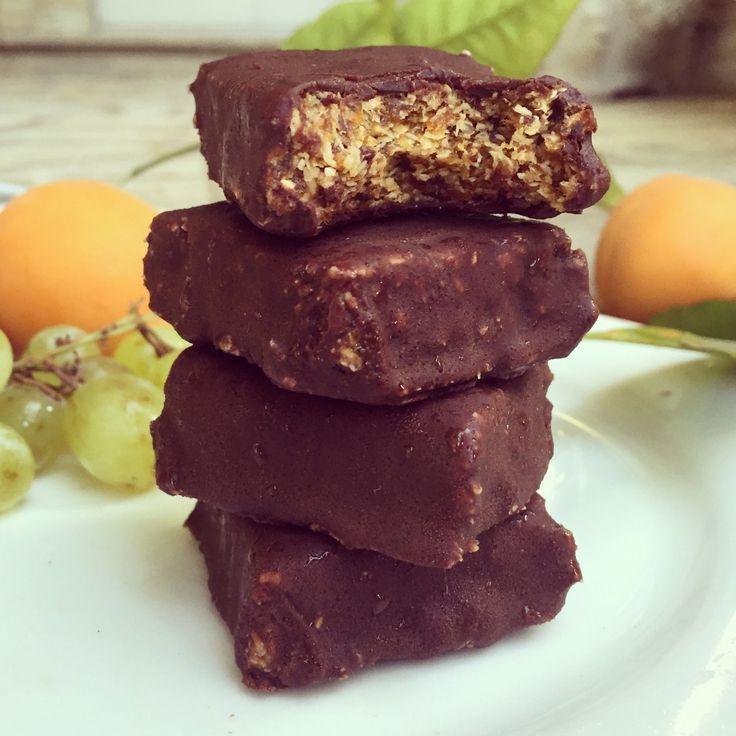 Абрикосово-кокосовые батончики в шоколаде (без муки, без глютена, веганские, подходят для сыроедов)