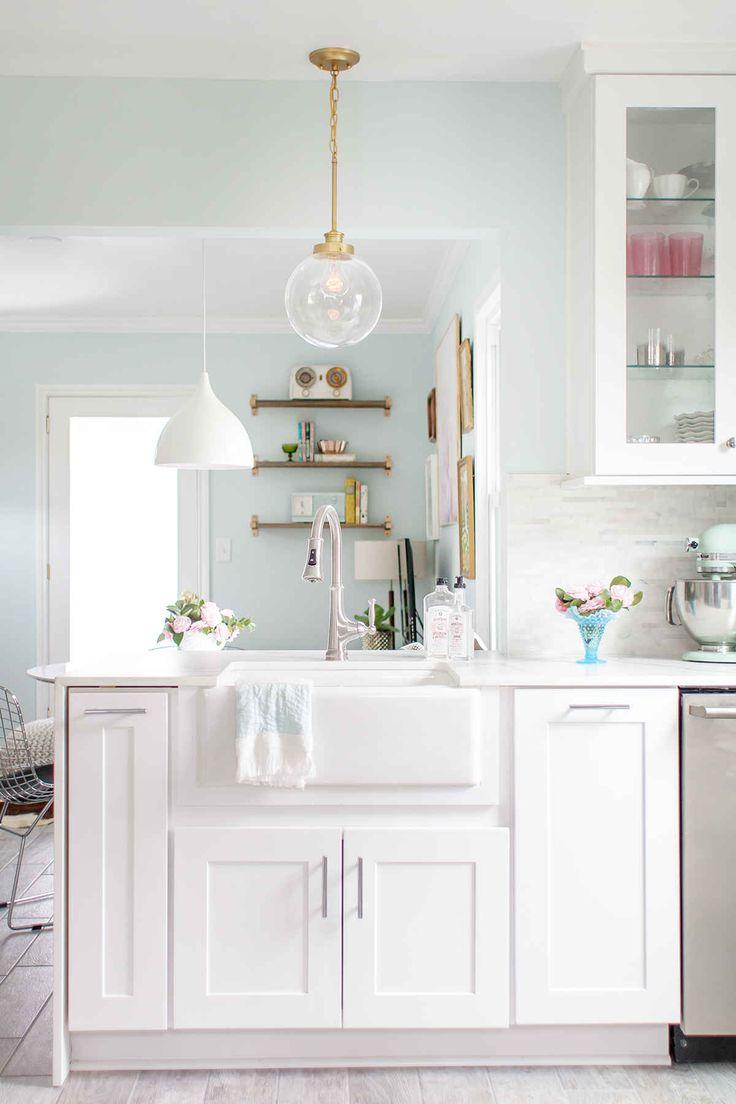 Our New Kitchen Reveal with the Home Depot. Jammer dat Joni Lay van het fantastische Lay Baby Lay niet in Nederland woont, zou haar graag willen inhuren als stylist :)