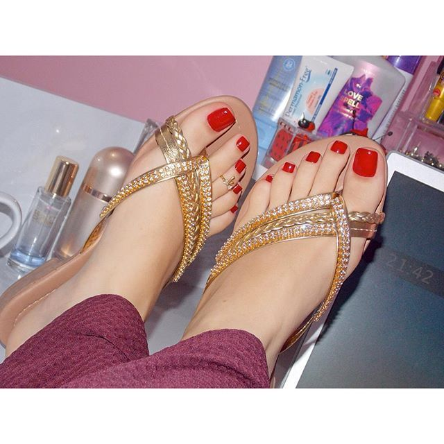 pretty feet famous feet angie harmon female celebs hot female pedicure