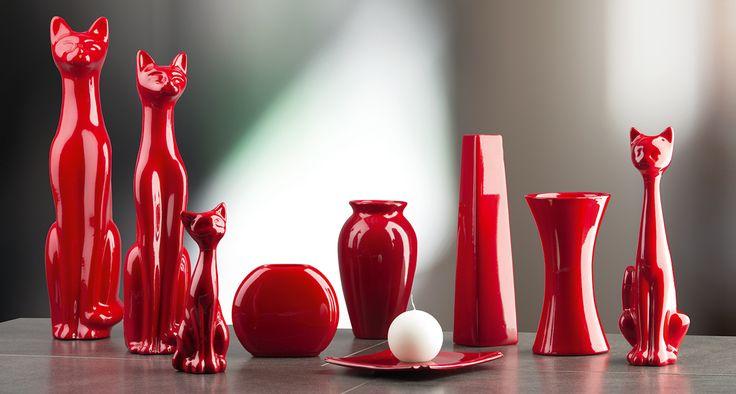 Nasz kolekcja ceramiki w ognistej czerwieni. Figurki, wazony, świeczniki.