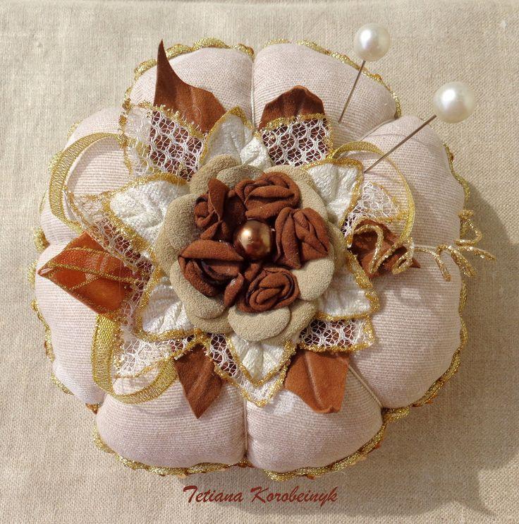 Puntaspilli, ricamo, nastro, regalo straorinario, modisteria, by Silkribbonembroidery, 25,00 € su misshobby.com